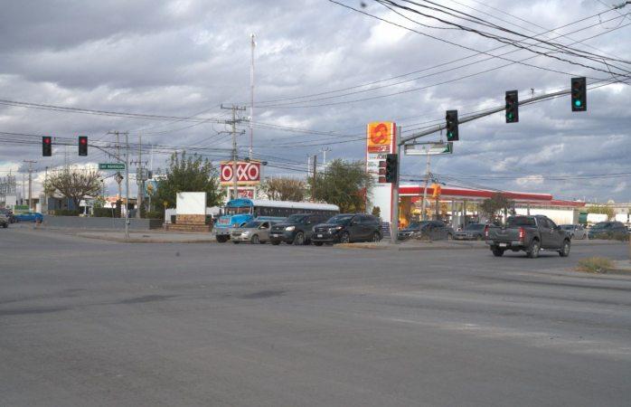 En funcionamiento semáforo en Panamericana y Ramón Rayó