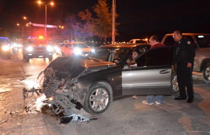 Deja fuerte choque a ambos conductores heridos
