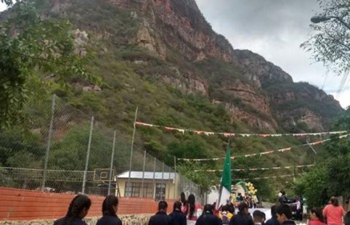 Luce desfile de primaria en Urique