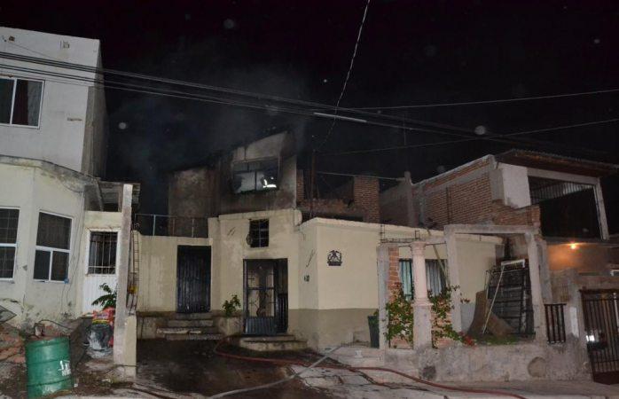 Fuerte incendio en vivienda causa movilización de bomberos
