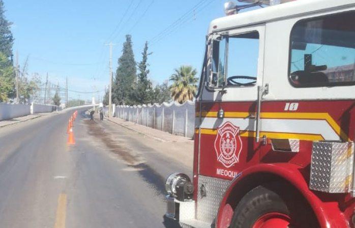 Camión derrama aceite rumbo a la cordeiller; cierran vialidad para limpiarla