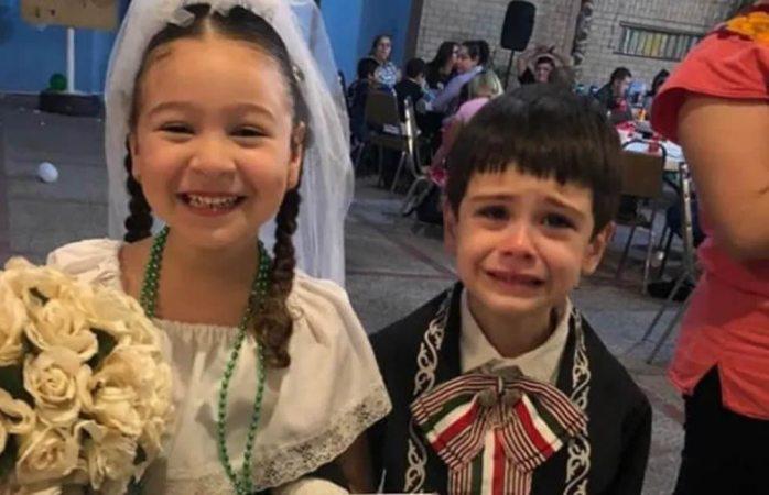 Novio no deja de llorar durante su boda en una kermés