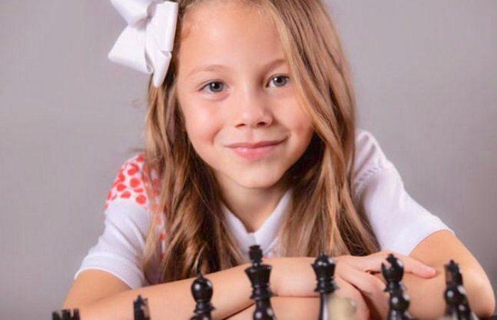 Gana medalla ajedrecista de 8 años