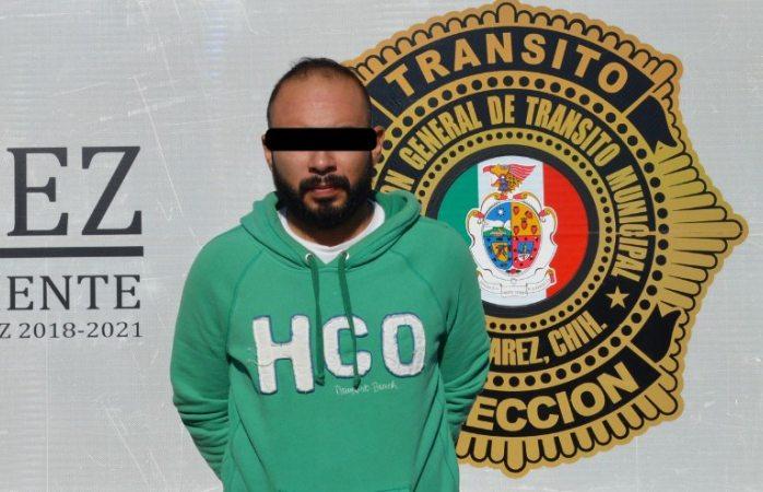 Lo arrestan por enseñar licencia falsa