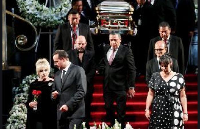Depositan cenizas de josé josé en la tumba de su madre en el panteón francés