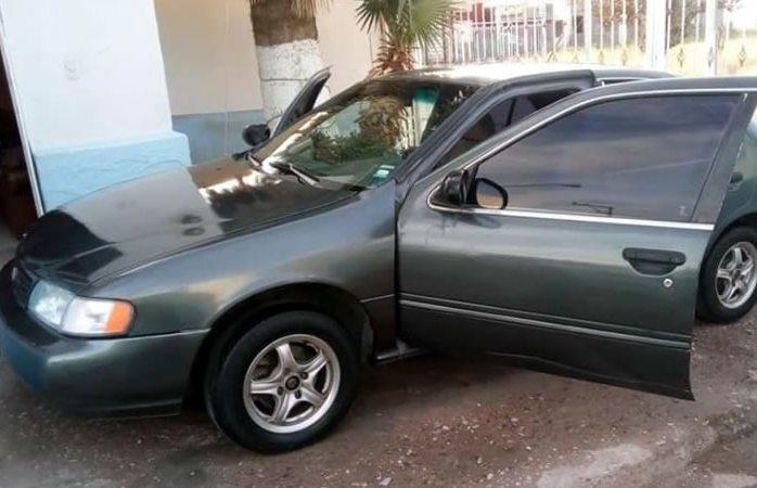 Pide ayuda para recuperar auto robado en plaza sendero