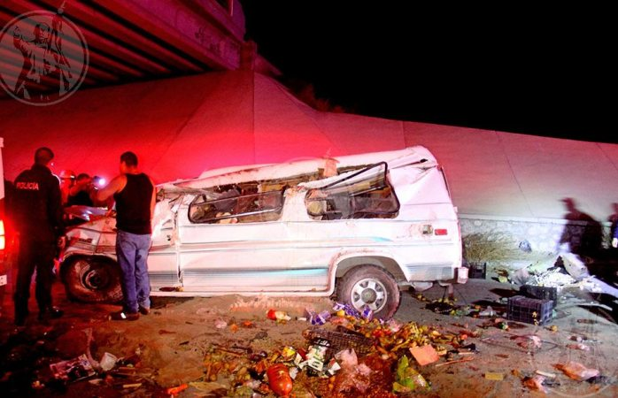 Mueren dos en volcadura en Juárez