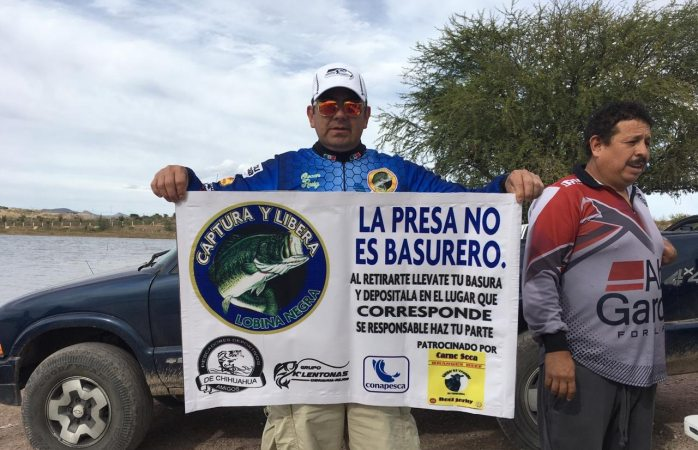 Clubes de pesca realizan limpieza de presa chihuahua