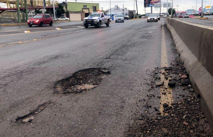 Megabache causa daños a vehículos en el periférico de la juventud