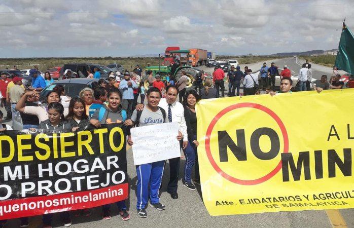 Cierran carretera a juárez para impedir explotación de la mina de samalayuca