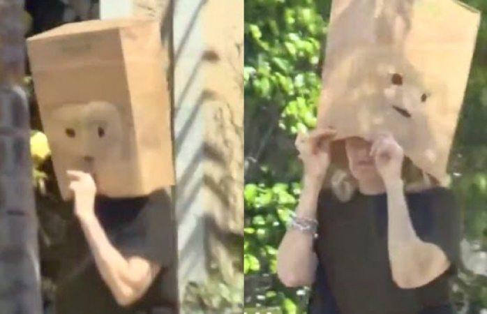Captan a sara salazar tirando la basura con una bolsa de papel en la cabeza