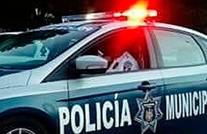 Hacen boquete para robar expendio pero les cae la policía