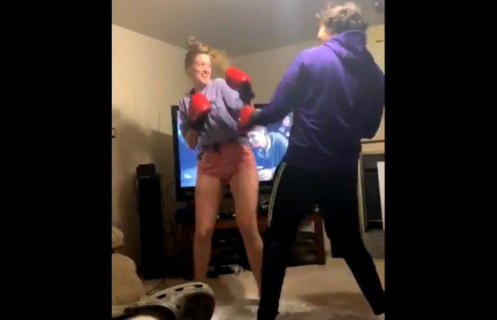 Noquea a su novio al pelear jugando
