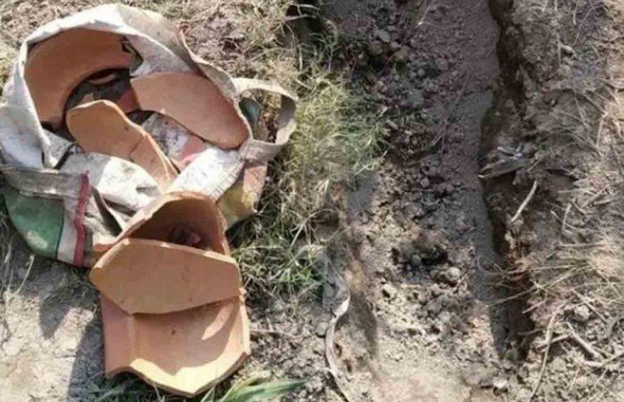Hallan bebé enterrada viva en la india