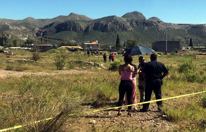 Acude posible familia de persona hallada muerta en terreno baldío