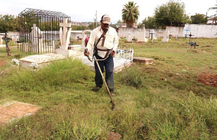 Casi listos cementerios municipales para el día de muertos