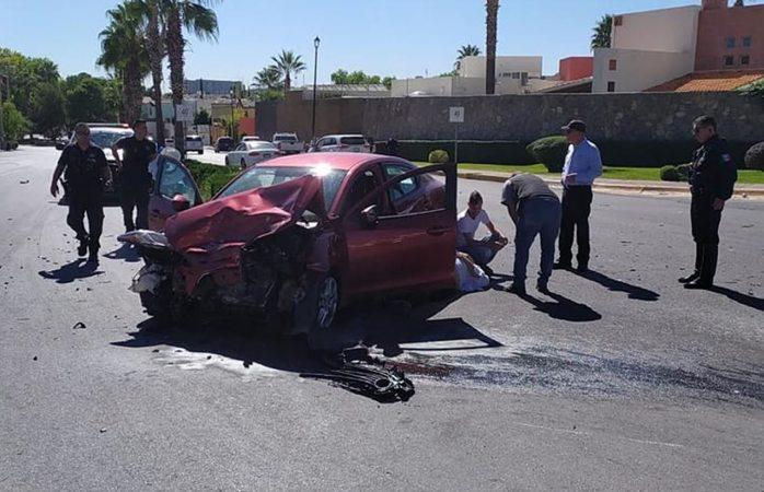 Aparatoso choque deja 2 heridos en la francisco villa