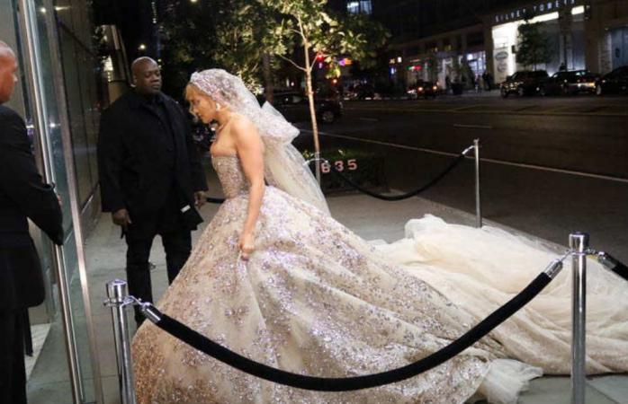 Jennifer López se viste de novia por cuarta ocasión (GALERIA)