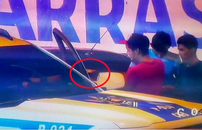 Captan a agente de la policía vial tomando mordida (VIDEO)