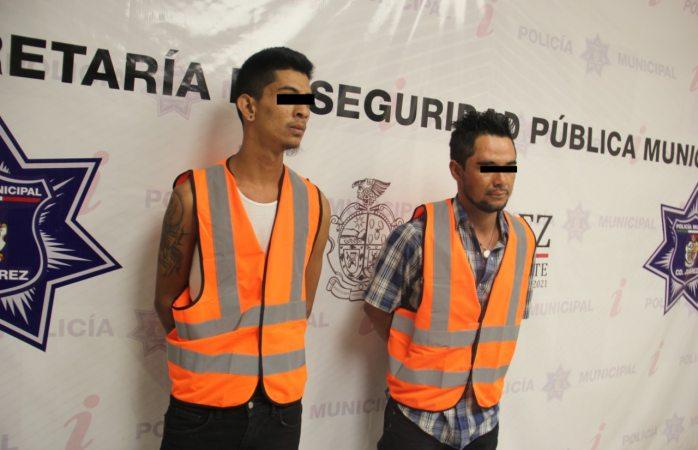 Detienen a dos por desobediencia y agresión contra policías