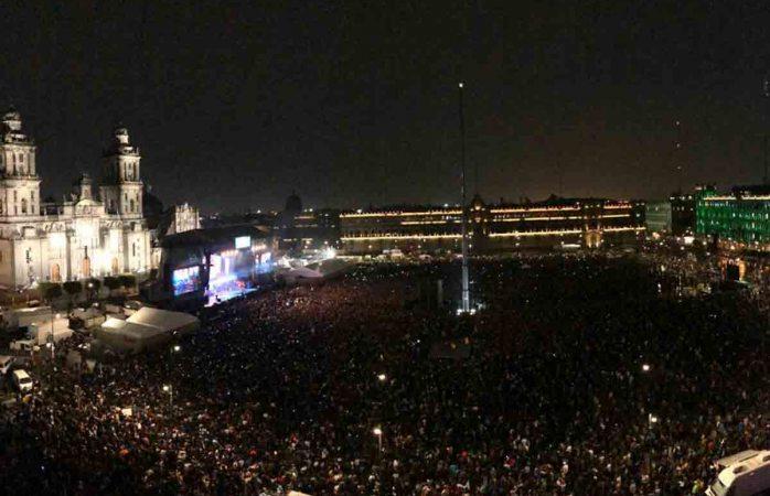 Casi 100 mil personas rinden homenaje a José José en el zócalo