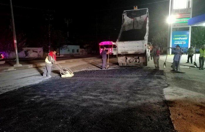 Reparan en dos días 137 metros cuadrados de carpeta asfáltica dañada