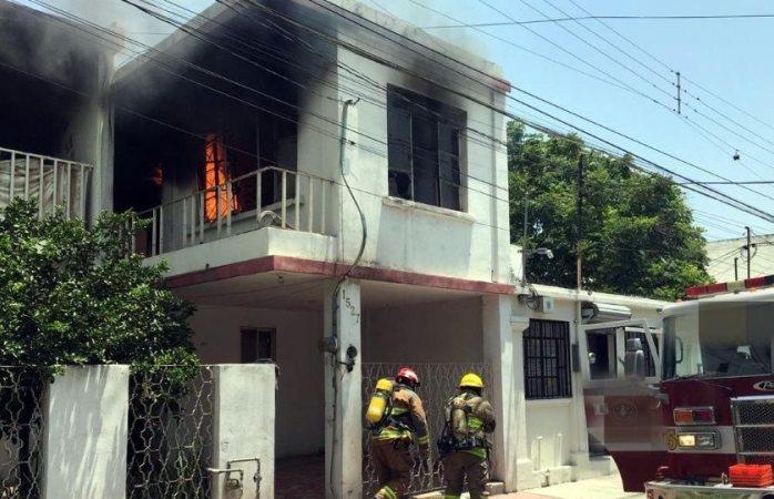 Sicarios queman casa con mujer y niños adentro en Sonora