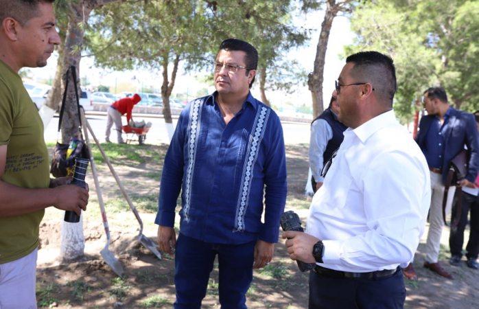 Supervisa alcalde de Juárez remozamiento en camellón