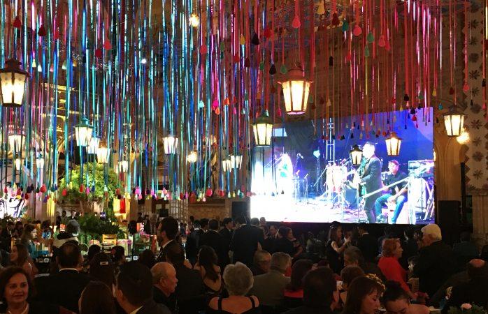 Fiesta mexicana al interior de palacio