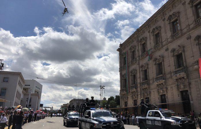 Sacan helicóptero de la ces al desfile