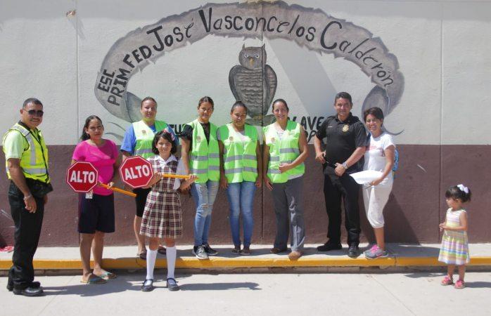 Entregan kit de seguridad a primaria en juárez