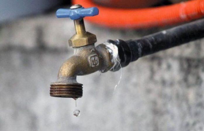 Se queda sin agua la colonia revolución