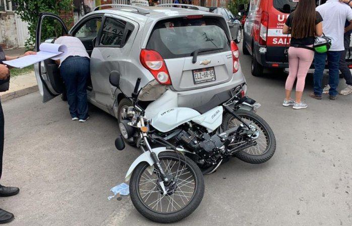 Impacta contra motocicleta en santo niño