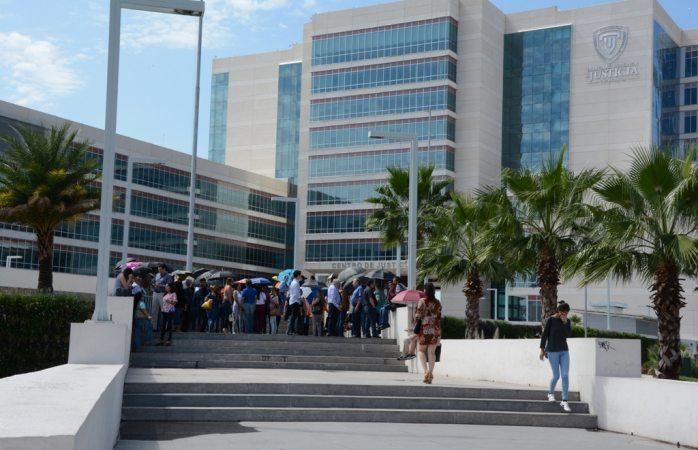 Realizan simulacro de evacuación en centro de justicia