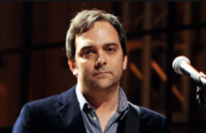 Adam Schlesinger se encuentra en estado critico al contagiarse del Covid-19