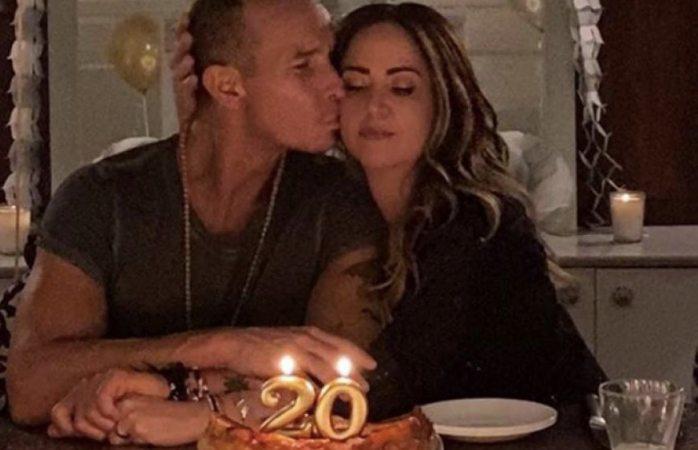 Con mucha imaginación andrea y erick celebran su aniversario de boda