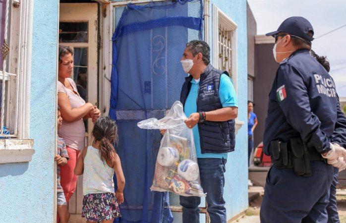 Entrega alcalde de Delicias despensas