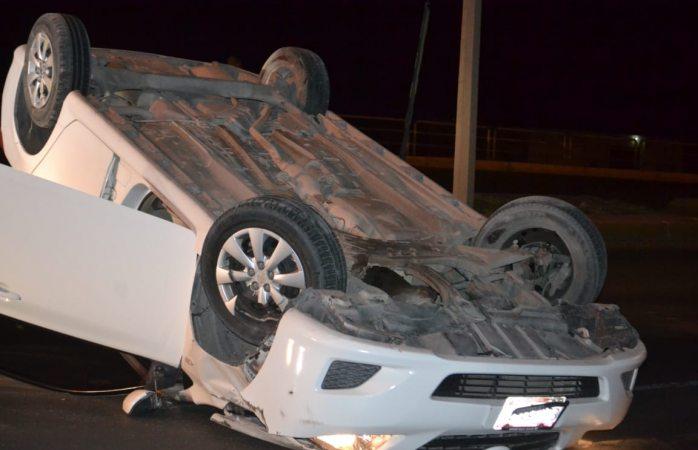 Vuelca vehículo en el Periférico R. Almada