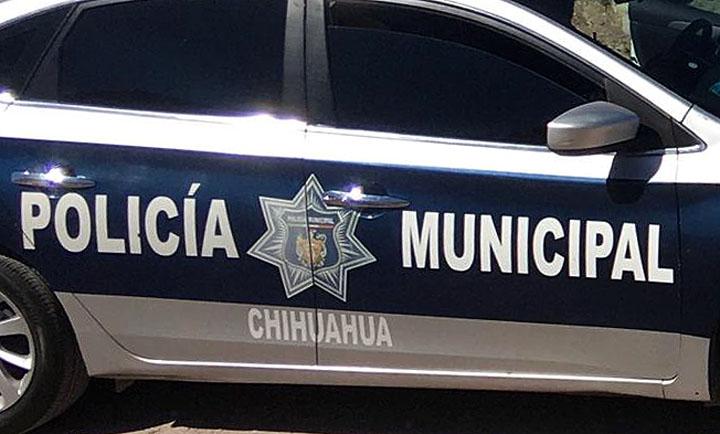 Agente municipal controla venta de cristal en varias colonias