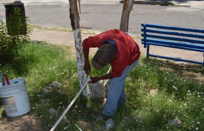 Colocan sistema de riego en parques al norte de la ciudad