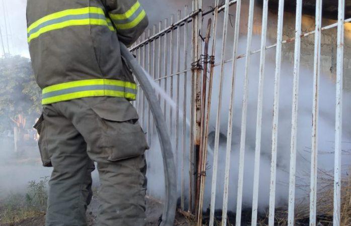 Atienden bomberos incendios y fatal choque en juárez