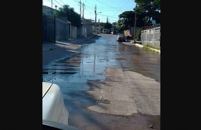 Sin agua en las viviendas, pero fugas sin atender en valle de la madrid