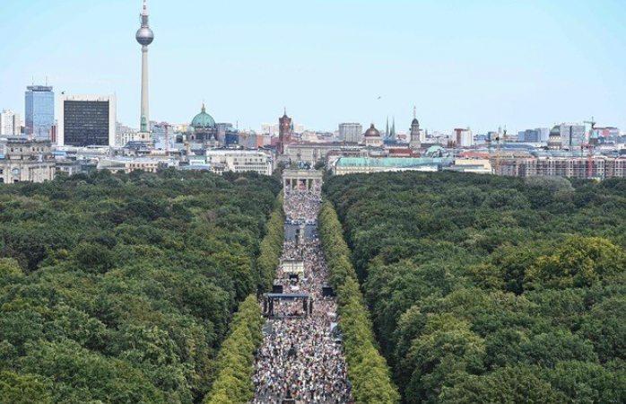 Miles protestan en Berlín contra restricciones por covid