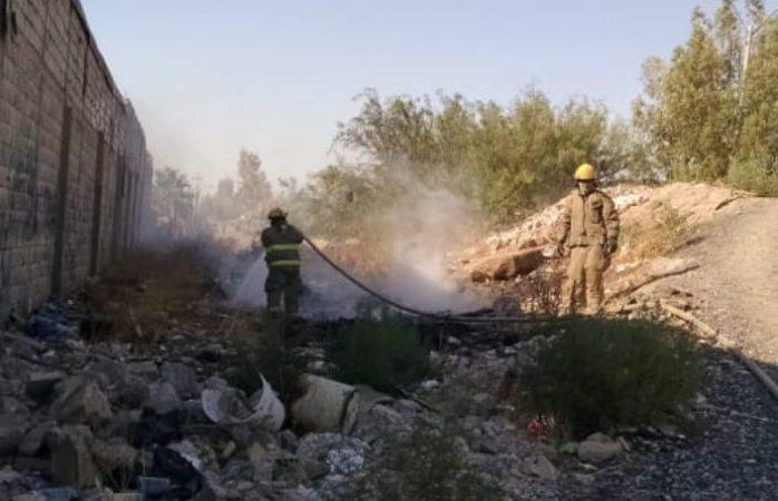 Apoyan bomberos en dos incendios y volcadura en juárez
