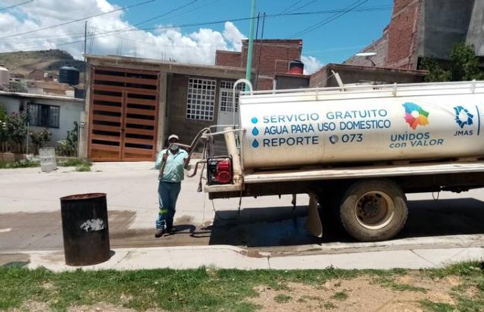 Duran cuatro días sin agua en fraccionamiento montañas de parral