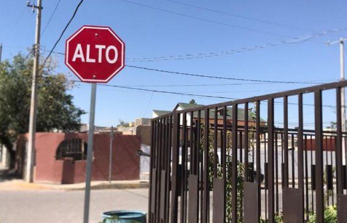 Instalan 15 señalamientos de alto en calles de juárez