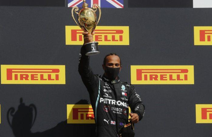 Hamilton gana en gran bretaña con una rueda ponchada