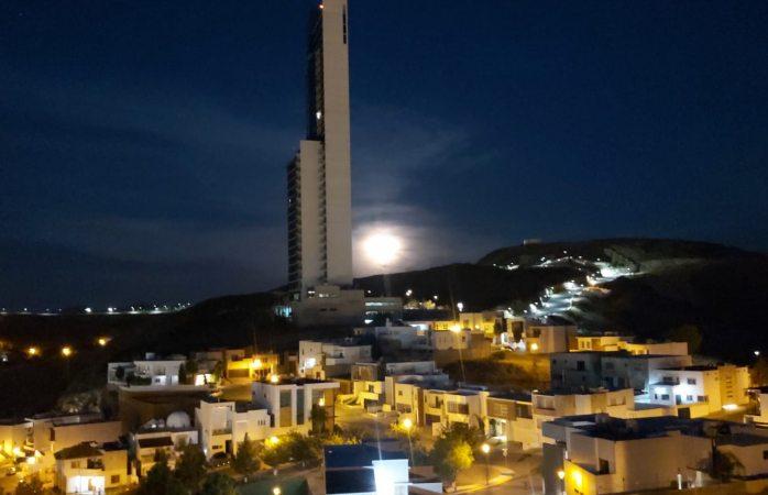 Luna llena y 24 grados de temperatura