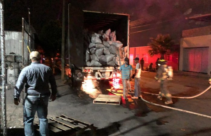 Se incendia caja de trailer en colonia revolución