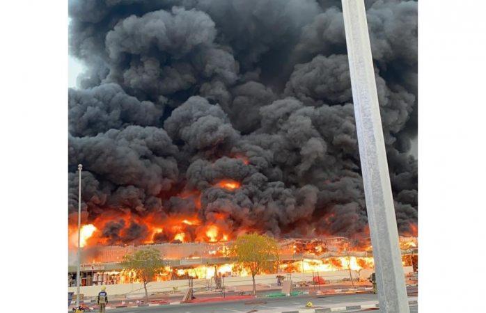 Ahora fuerte incendio consume mercado en emiratos árabes